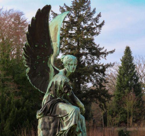 Una statua che è presente nel terrazzamento dell'Orangery Palace in Potsdam