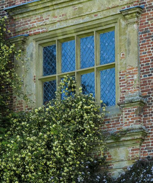 Sissinghurst Castle Garden Tower e la Rosa balsiae