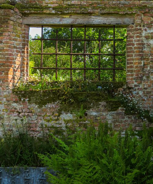 La famosa finestra del muro che separa due parti del giardino diSissinghurst Castle Garden